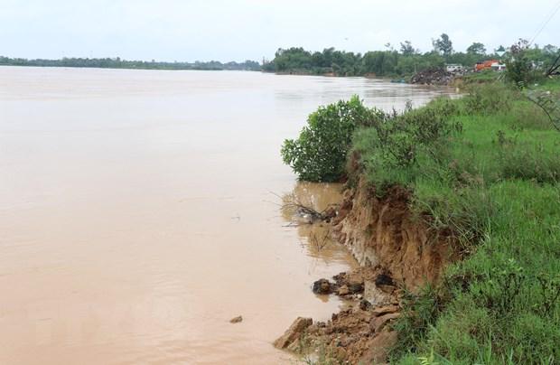 Quang Tri: Nhieu bo song sat lo nghiem trong ngay dau mua mua bao hinh anh 1
