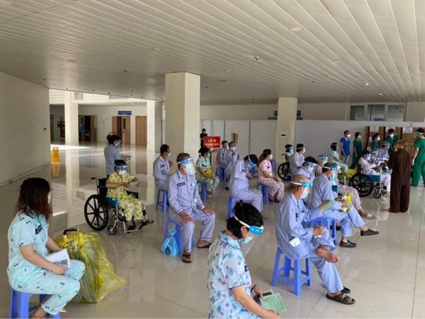 TP Ho Chi Minh giam so ca mac moi va tu vong, tang do bao phu vaccine hinh anh 1