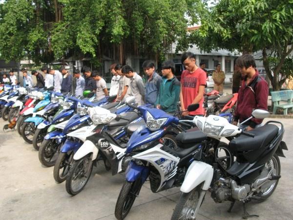 Xu phat cong khai 27 doi tuong dua xe va co vu dua xe hinh anh 2