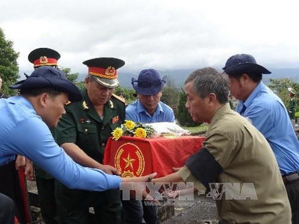 Truy dieu, an tang hai cot liet sy Viet Nam hy sinh o Lao hinh anh 1
