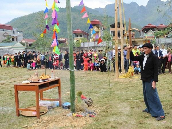 Len Cao nguyen da Dong Van xem le hoi Gau Tao hinh anh 1