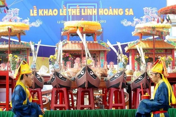 Hang nghin du khach du le khao le the linh Hoang Sa hinh anh 1