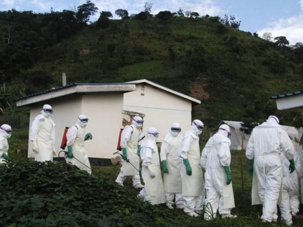 Zambia dong cua bien gioi de ngan su lay lan cua virus Ebola hinh anh 1