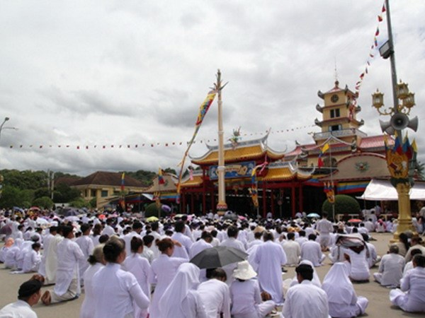 Hang chuc van nguoi du Dai le Hoi yen Dieu tri cung o Tay Ninh hinh anh 1