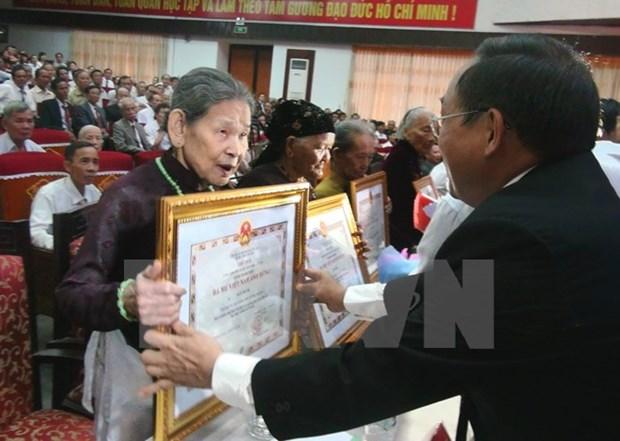 Hoa Binh: Them 45 me duoc phong tang Ba me Viet Nam Anh hung hinh anh 1