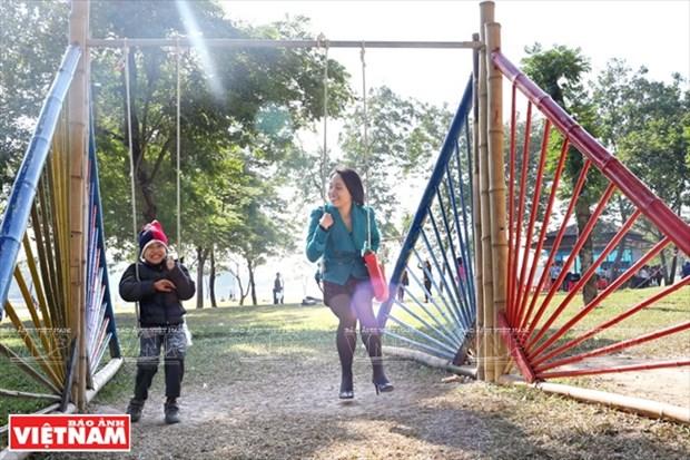 Nhom Think Playgrounds va giac mo san choi mien phi cho tre hinh anh 2