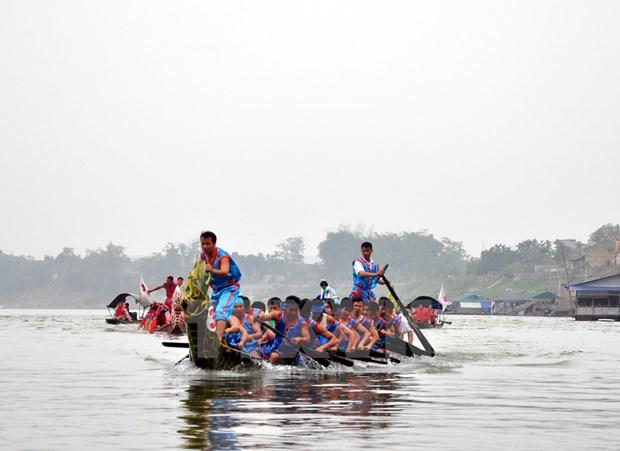 Quang Binh: Soi noi le hoi dua thuyen tren song Nhat Le hinh anh 1