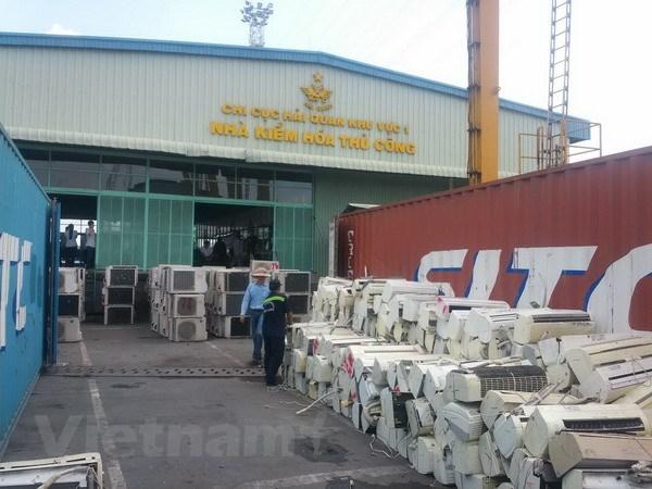 Phat hien 3 container hang lau may dieu hoa tai cang Cat Lai hinh anh 1