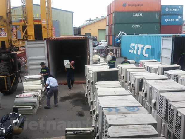 Phat hien 3 container hang lau may dieu hoa tai cang Cat Lai hinh anh 2