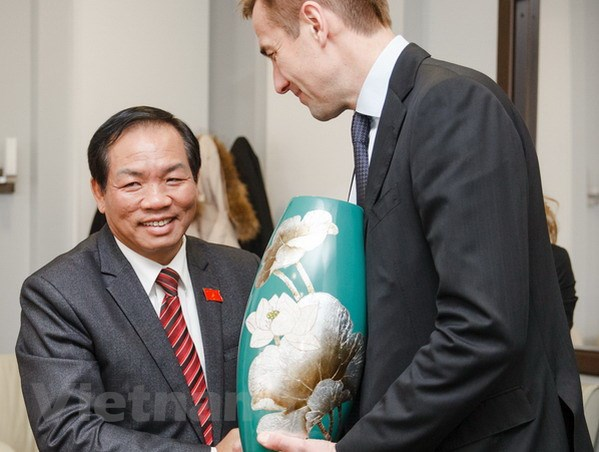 Nga: Viet Nam nen xem xet van de amiang trong khuon kho EAEU hinh anh 1