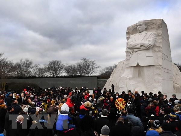 My keu goi vuot qua chia re, bat hoa trong Ngay Martin Luther King hinh anh 1