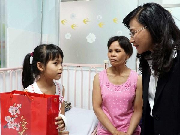 Mang Tet am den voi benh nhan ngheo o Thanh pho Ho Chi Minh hinh anh 1
