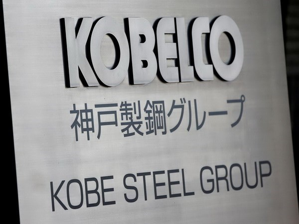 Hai lanh dao Tap doan Kobe Steel Ltd tu chuc vi be boi gia du lieu hinh anh 1