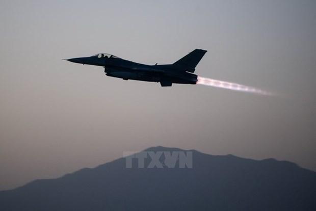 Afghanistan cao buoc may bay Pakistan vi pham khong phan hinh anh 1