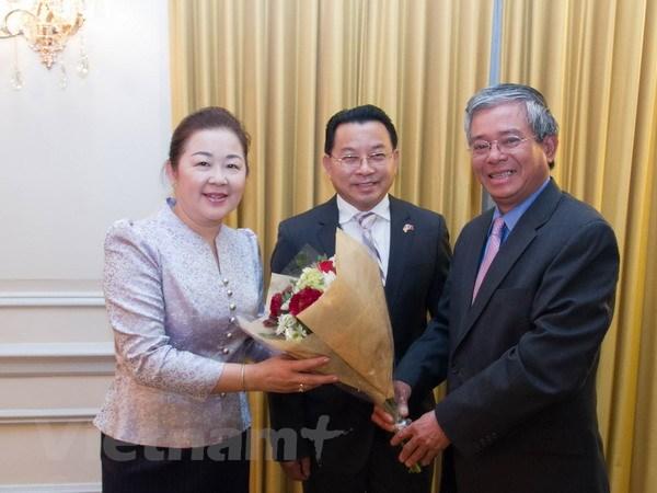Dai su Pham Quang Vinh chuc Tet Dai su quan Lao dip Tet co truyen hinh anh 1