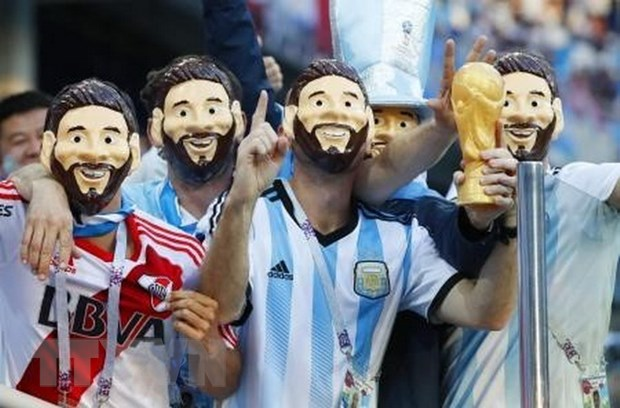 Nguoi ham mo Argentina giang xe giua hoai nghi va hy vong hinh anh 1