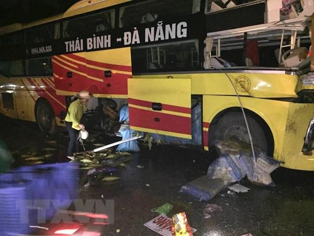 Thanh Hoa: Xe khach tong xe dau keo, phu xe tu vong tai cho hinh anh 1