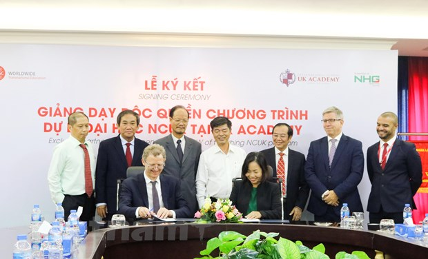 Hoc sinh tot nghiep UK Academy co co hoi tuyen thang vao DH quoc te hinh anh 1