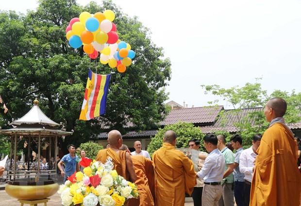 Dai le Phat dan giup nguoi Viet Nam tai Lao tang cuong doan ket hinh anh 1
