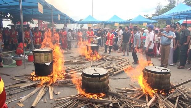 Thanh Hoa: Dac sac Le hoi banh chung, banh giay truyen thong hinh anh 1