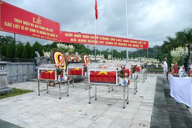 Truy dieu, an tang hai cot liet sy quan tinh nguyen Viet Nam tai Lao hinh anh 1