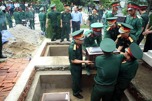 Truy dieu, an tang hai cot liet sy quan tinh nguyen Viet Nam tai Lao hinh anh 3