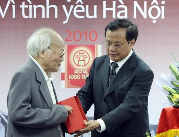 Nha van To Hoai - Cay dai thu van chuong, mot doi can cu di va viet hinh anh 1