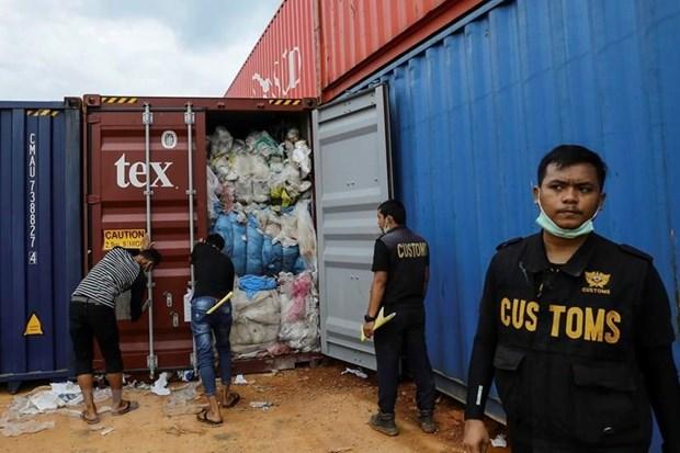 Hai quan Indonesia gui tra 8 container rac thai ve Australia hinh anh 1