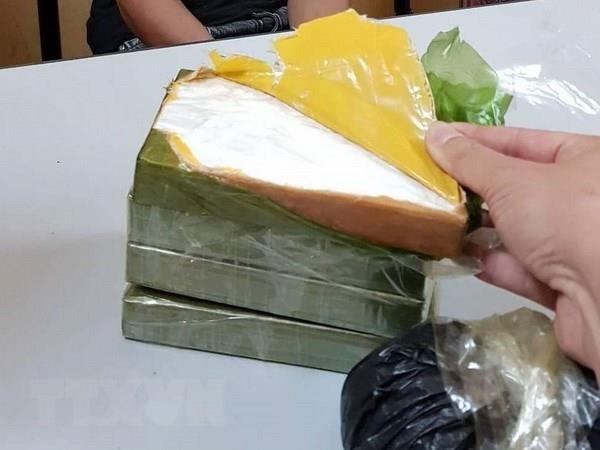 Lao Cai: Bat qua tang 2 doi tuong van chuyen 7 banh heroin hinh anh 1