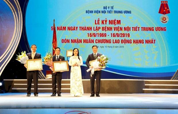 Benh vien Noi tiet Trung uong don nhan Huan chuong Lao dong hang Nhat hinh anh 4