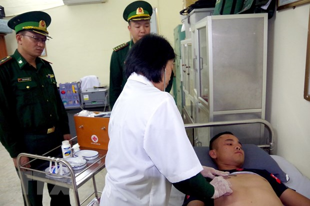 Quang Ninh: Cuu song cong dan Trung Quoc gap nan tren song bien gioi hinh anh 2