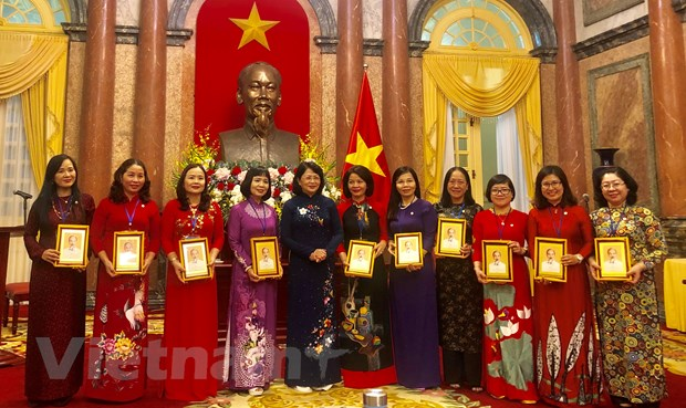 PGS-TS Ngo Minh Thuy: Nguoi noi nhip cau van hoa, giao duc Viet-Nhat hinh anh 2