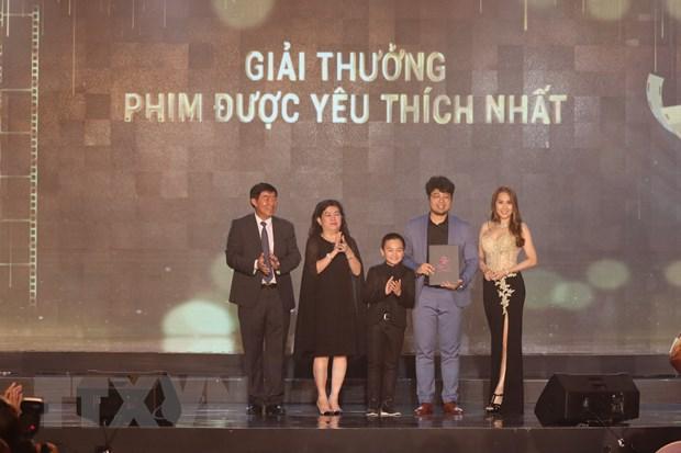 Giải thưởng Phim được yêu thích nhất do khán giả bình chọn được trao cho Bộ phim Chú ơi đừng lấy mẹ con. Ảnh: Huỳnh Ngọc Sơn/TTXVN