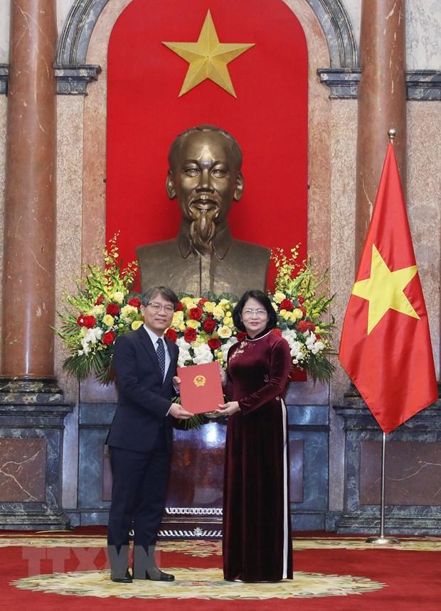 Trao quyet dinh cho 16 dai su Viet Nam o nuoc ngoai nhiem ky 2019-2022 hinh anh 3