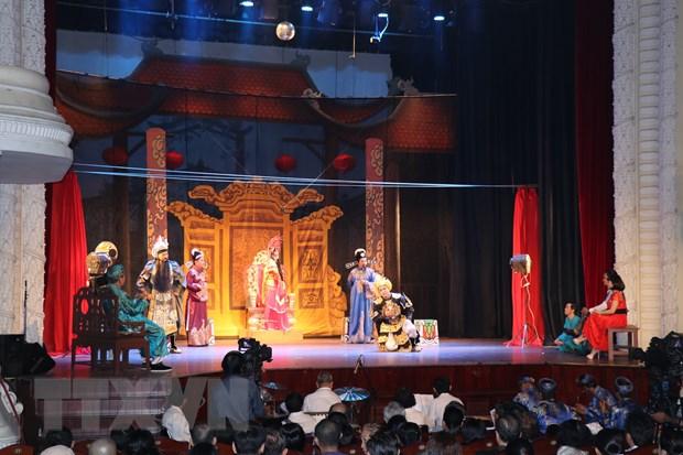 San khau cai luong: Gian nan tim cho dung trong long khan gia hinh anh 1