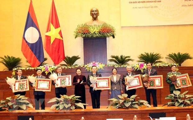 Trao tang Huan chuong Lao cho cac ca nhan, tap the Quoc hoi Viet Nam hinh anh 2