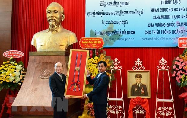 Truy tang Huan chuong cua Campuchia cho Thieu tuong Hoang The Thien hinh anh 1