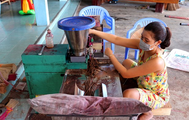 Lang huong Thuy Xuan: Nghe truyen thong mang hoi tho Co do hinh anh 2