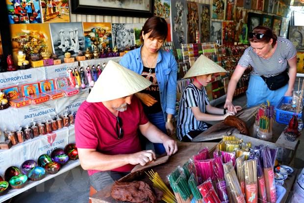 Lang huong Thuy Xuan: Nghe truyen thong mang hoi tho Co do hinh anh 3