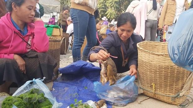 Cho phien bien gioi Na Meo: Diem giao thuong cua nguoi dan Viet-Lao hinh anh 3