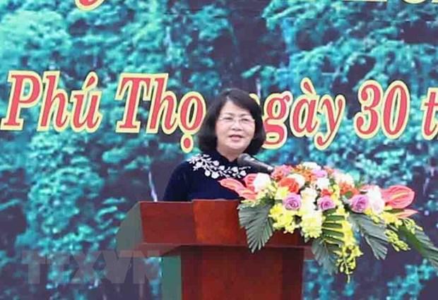 Pho Chu tich nuoc Dang Thi Ngoc Thinh phat dong Tet trong cay hinh anh 1