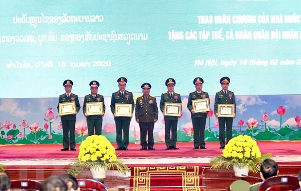 Trao Huan chuong cua Nha nuoc Viet Nam va Lao cho cac tap the, ca nhan hinh anh 4