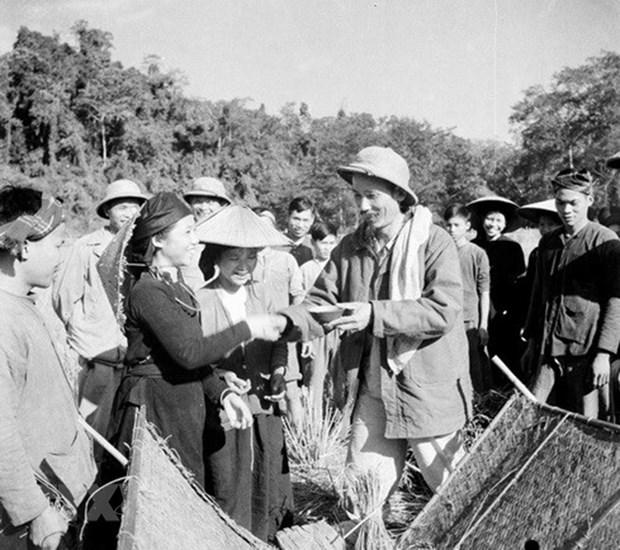 Chu tich Ho Chi Minh: Nguoi vi dai tu nhung dieu gian di hinh anh 1