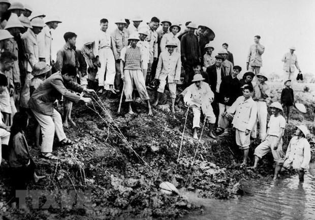 Chu tich Ho Chi Minh: Nguoi vi dai tu nhung dieu gian di hinh anh 2