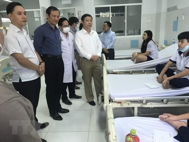 Bo truong Phung Xuan Nha tham hoi hoc sinh bi thuong do cay do hinh anh 1