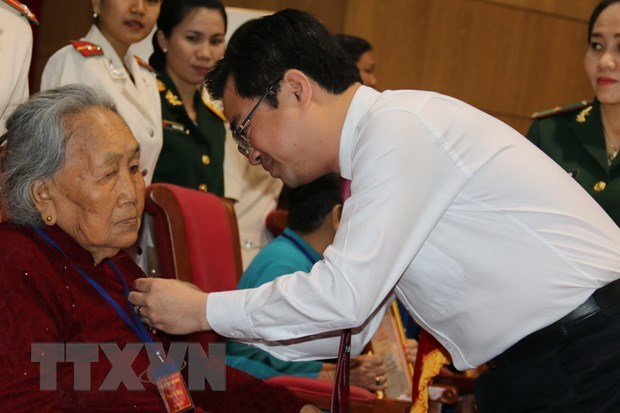 Long An: Trao tang, truy tang danh hieu Ba me Viet Nam Anh hung hinh anh 1