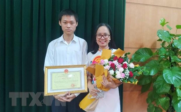 Hai Phong: Trao thuong hoc sinh gianh Huy chuong vang Hoa hoc quoc te hinh anh 2