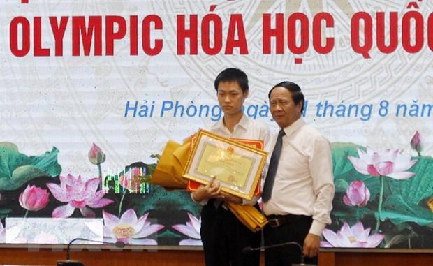 Hai Phong: Trao thuong hoc sinh gianh Huy chuong vang Hoa hoc quoc te hinh anh 1