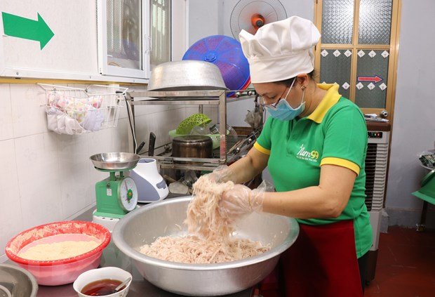 [Photo] Cac cong doan lam mon nem thinh - dac san Bac Ninh hinh anh 1