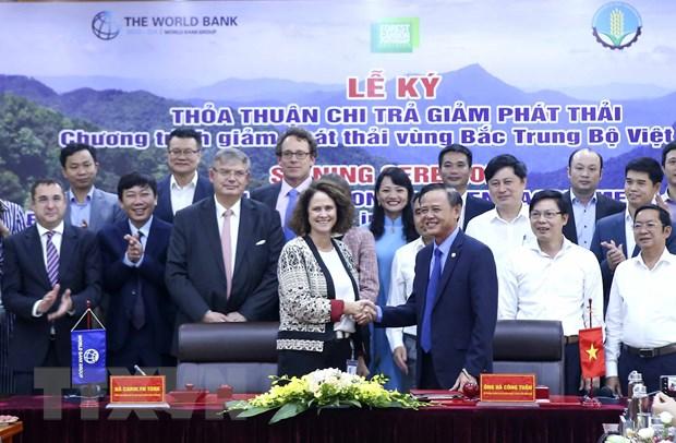 Viet Nam-WB ky Thoa thuan chi tra giam phat thai vung Bac Trung Bo hinh anh 1
